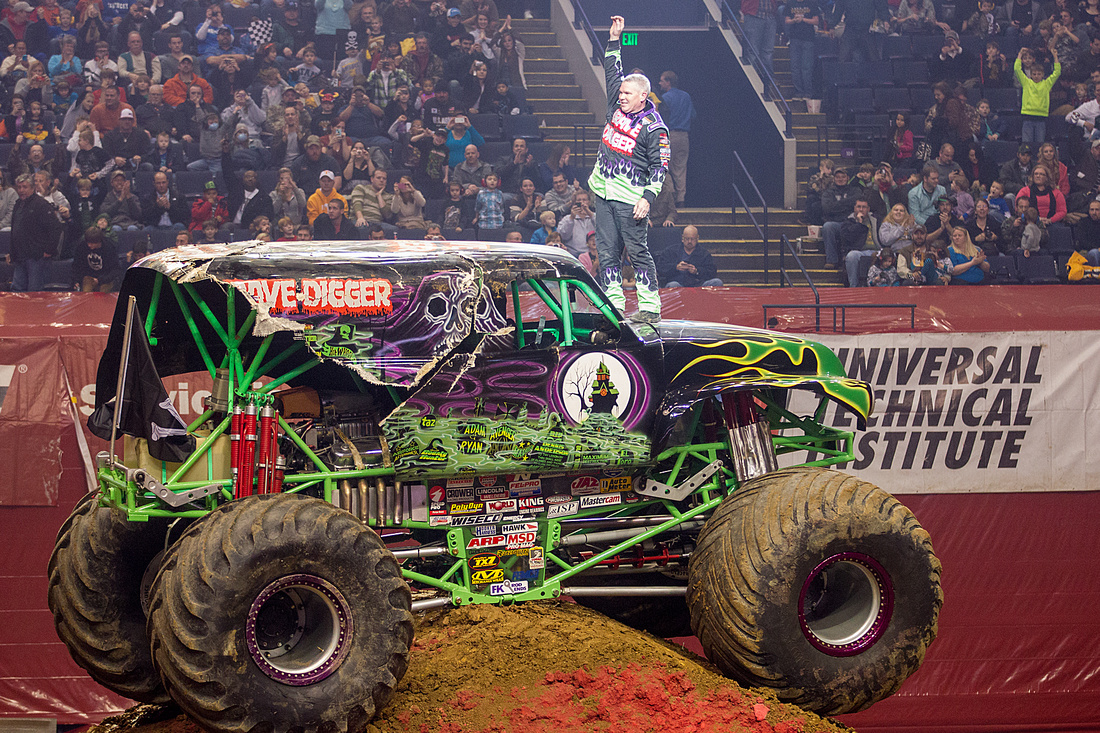 Cheer on Grave Digger